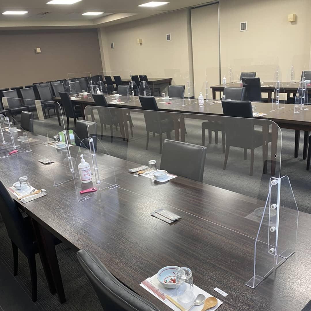 アクリルパーテーション設置のお食事会&宴会。 美味しさに+安心してお食事できる空間をご提供させて頂きます。  味処なかや  スタッフ一同