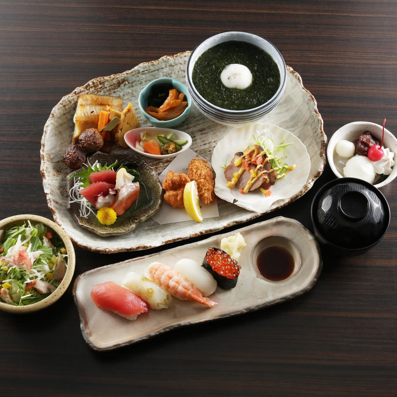 メニュー変更に伴ってメニューの料理写真を引き続き載せていきたいと思います。 ランチメニュー紹介します。 こちらの写真はなかや御膳です。 寿司、揚げ物、魚、刺身、玉〆など色々な品がつまった御膳になります。 贅沢されたい方、大事な人との食事の時にどうでしょうか? こちら含め6点が平日ランチメニューになります。 ご来店お待ちしております。 ※HPはインスタプロフィールのURLからご覧下さい